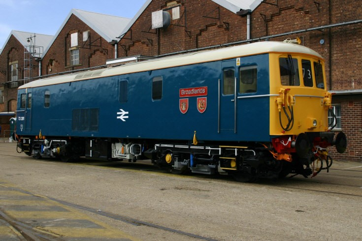 73201 at Eastleigh