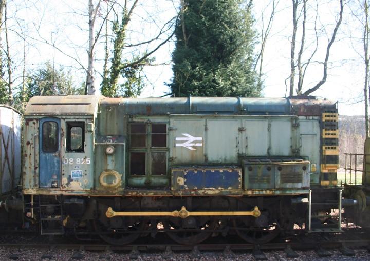Class 08 0-6-0 diesel-electric shunter 08825