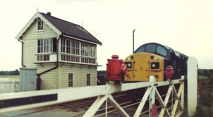 Class 40 heads West at Elsham level crossing.