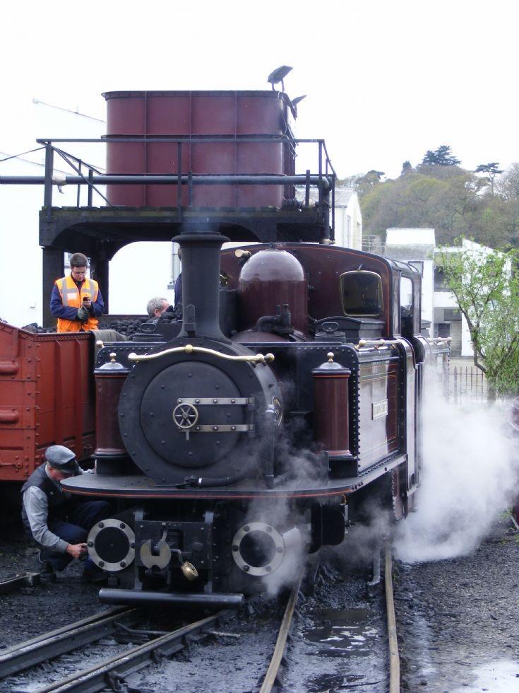 Steam locomotive Merddin Emrys @ Porthmadog