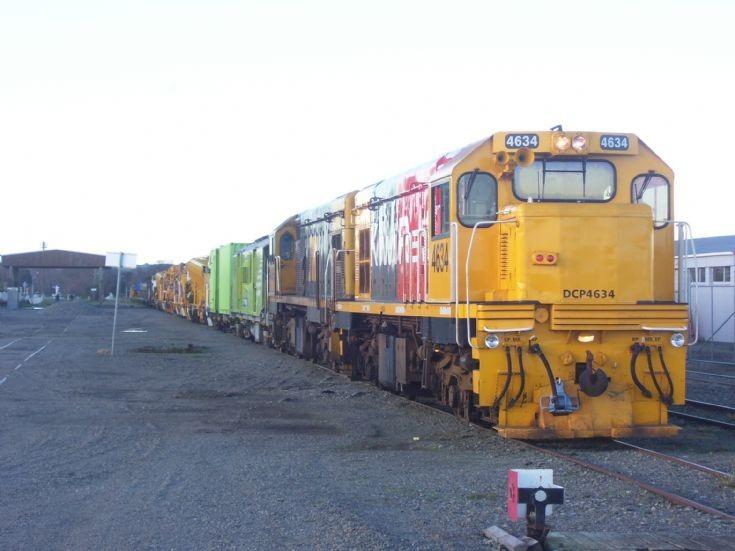 KIWIRAIL DCP4634/4398 WORK TRAIN