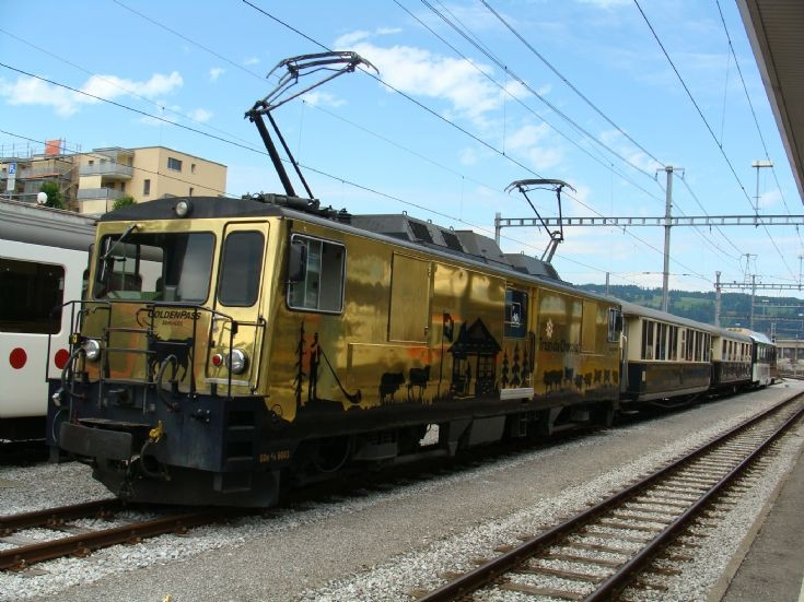 Golden locomotive at Bulle Station
