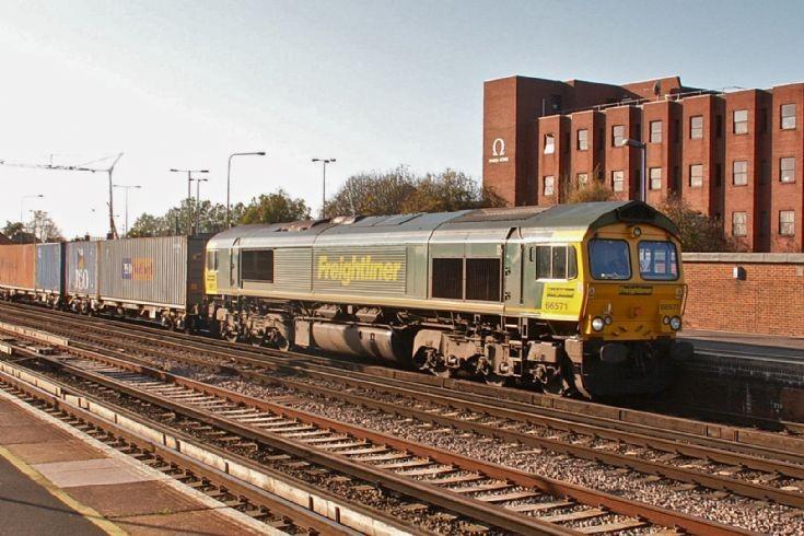 Freightliner 66571