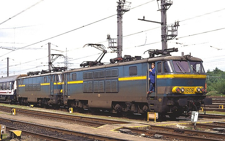 SNCB/NMBS 1608 + 1602