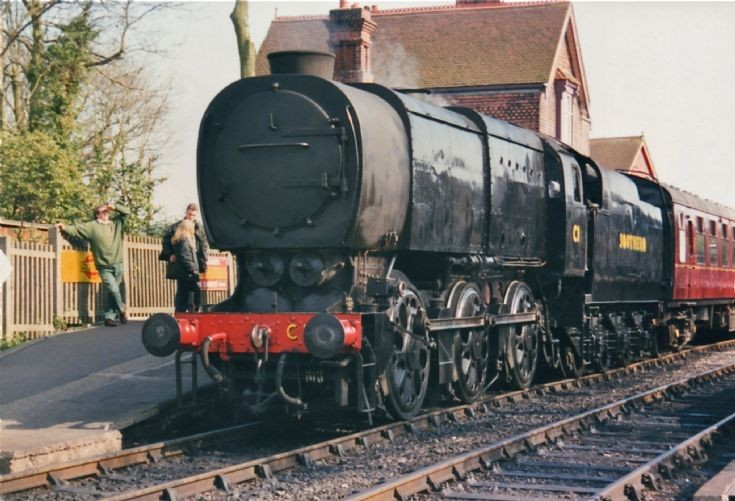Class Q1 at Sheffield Park.