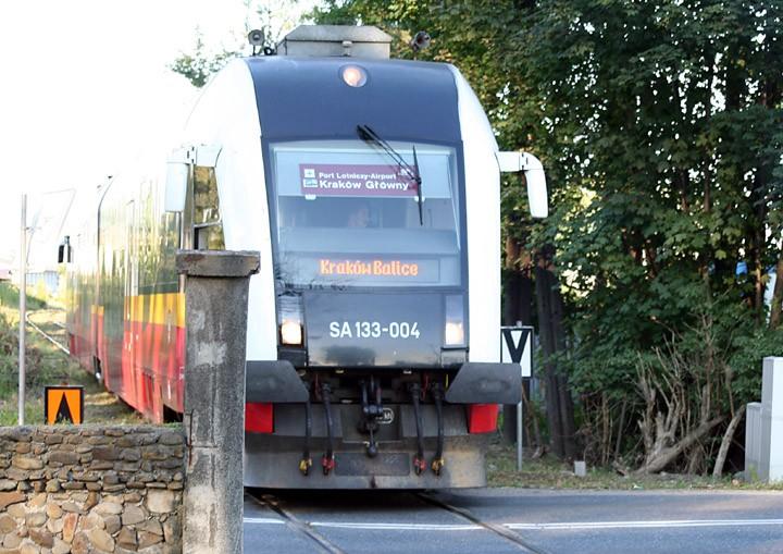 PKP SA 133-004 DMU on the Balice Express