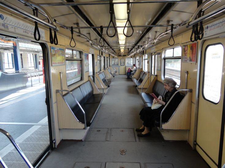 train photos budapest metro car interior. Black Bedroom Furniture Sets. Home Design Ideas