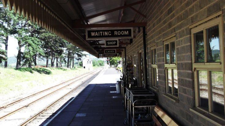 Cheltenham Racecourse Railway Station platform