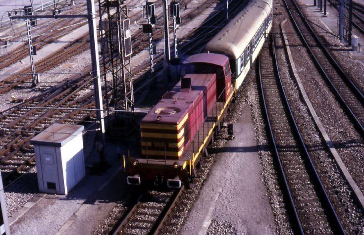 CFL Class 900