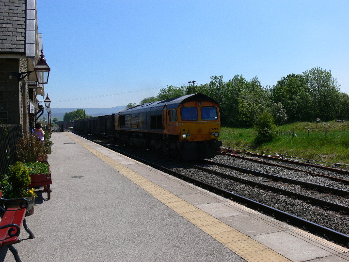 Class 66 66709 at Ribblehead station in 2006