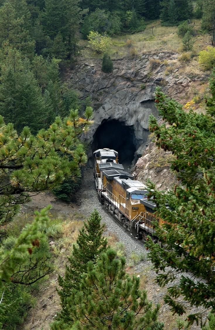 Tunnel 19