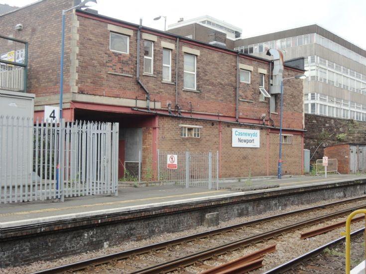 Casnewydd / Newport station sign