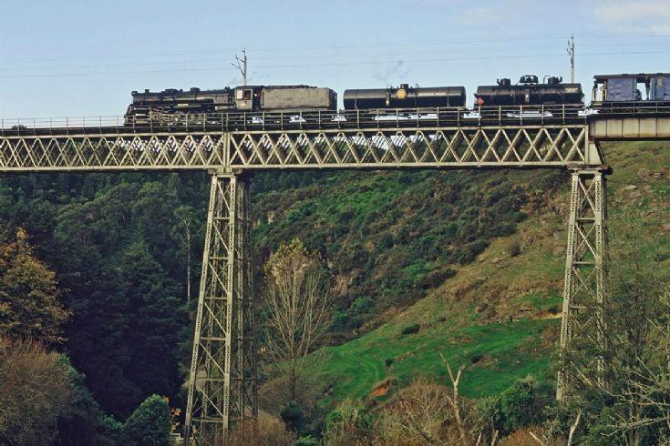 Ka 942 on Waitete Viaduct - New Zealand