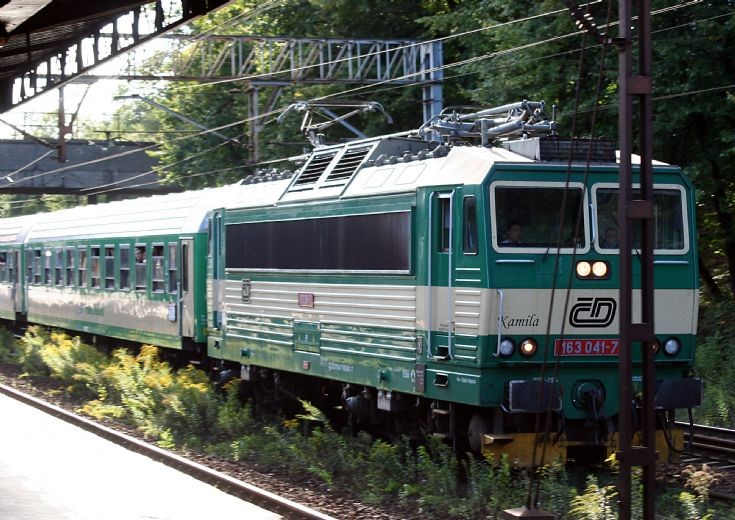 163041-7 'Kamila' passing Warszawa Ochota