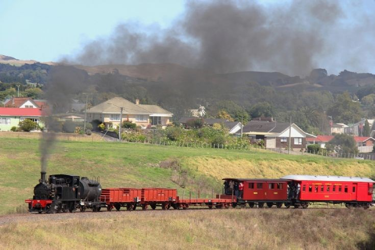 Y542 mixed train, Glenbrook Vintage Railway