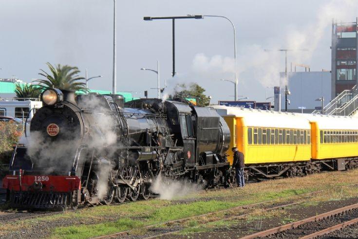 4-8-2 Ja 1250 at Papakura - New Zealand - 2