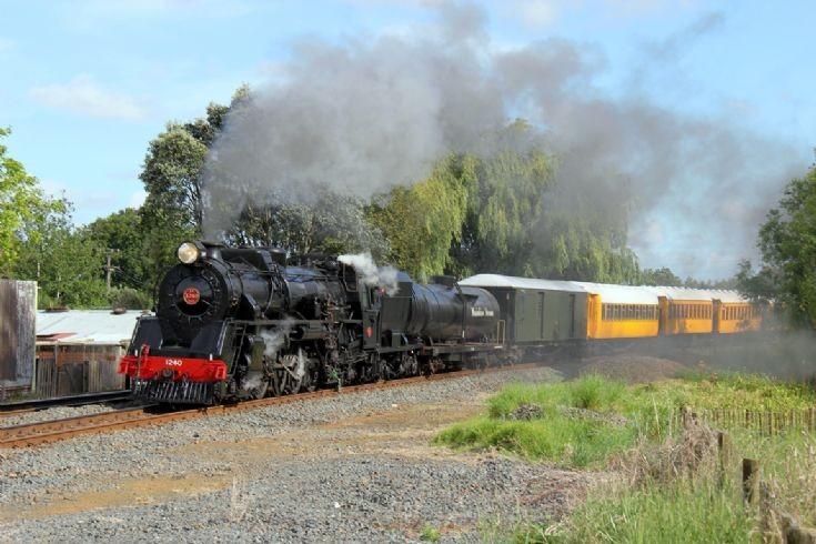 4-8-2 Ja 1240 near Pukekohe - New Zealand