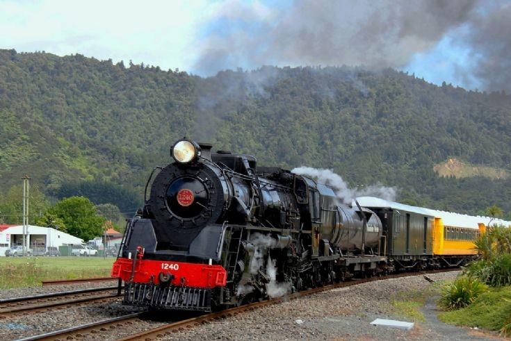 4-8-2 Ja 1240 at Ngaruawahia - New Zealand