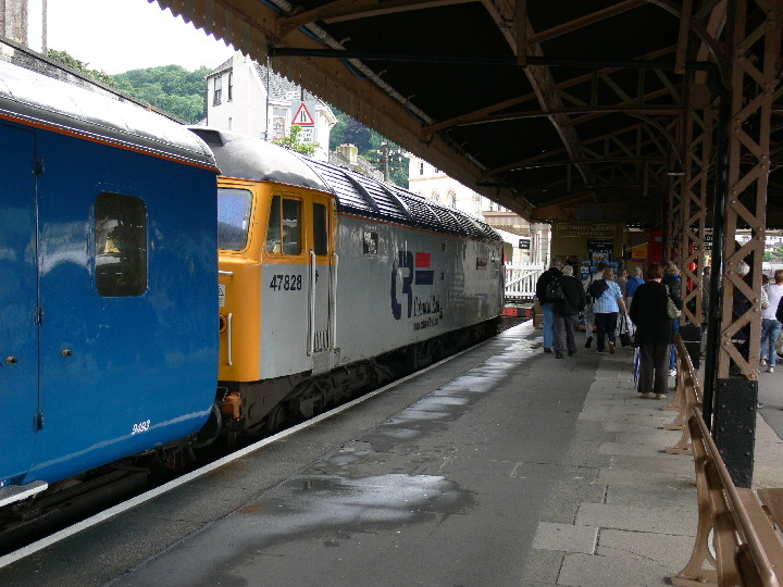 Class 47 47828 at Kingswear with the Blue Pullman