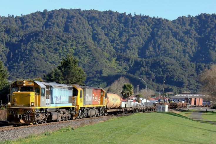 Tranz Rail DFT at Ngaruawahia - New Zealand