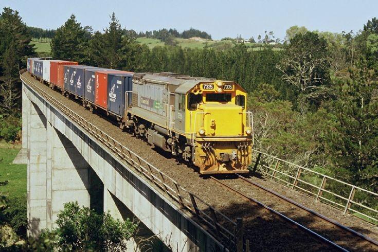 Tranz Rail DFT, near Omokoroa - New Zealand