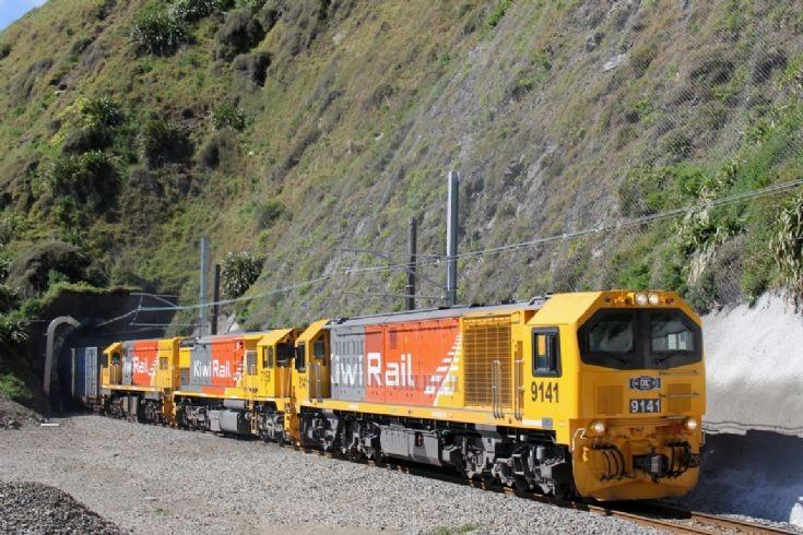 KiwiRail DL+DFT+DC near Wellington - NZ