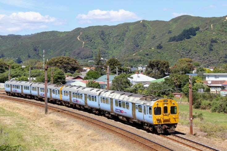 Tranz Metro EM at Woburn - New Zealand
