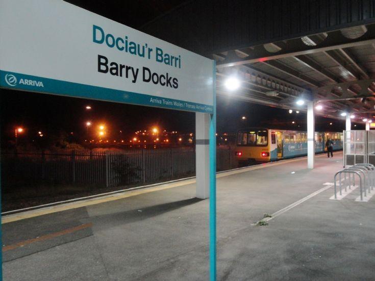 Dociau'r Barri / Barry Docks station sign