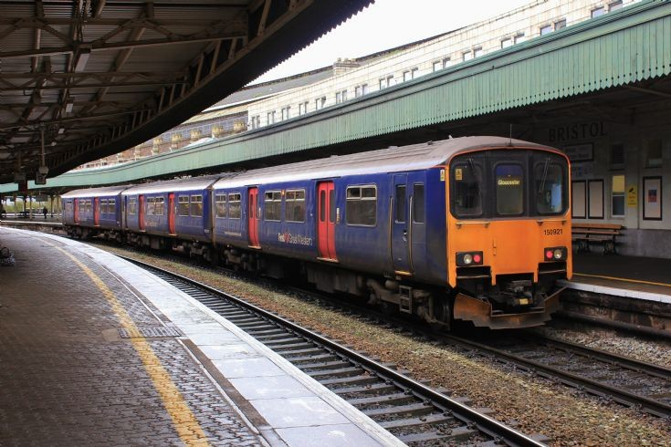 150 921 - Temple Meads