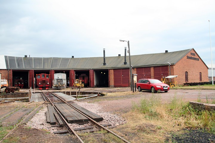The Skara roundhouse locoshed and turntable