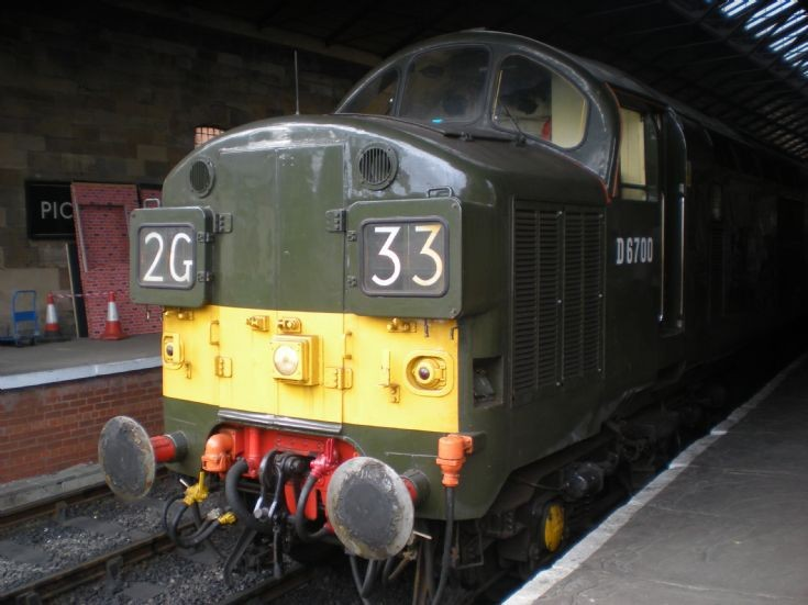 Class 37 D6700 at Pickering, September 2014