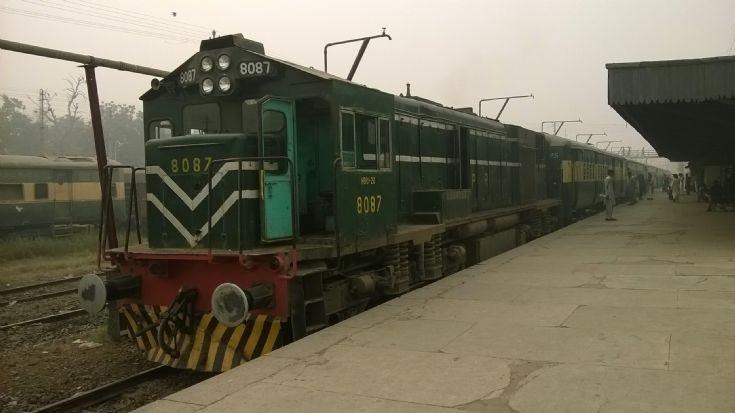 Millat Express (Pakistan Railways)