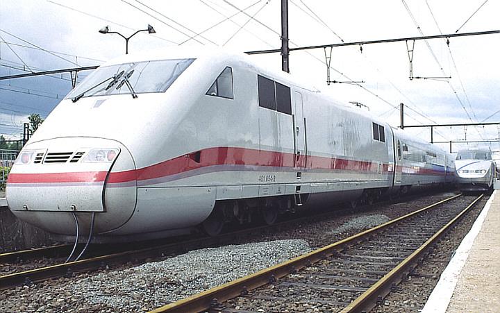 DB ICE-1 401 054-2 + SNCF TGV A 325