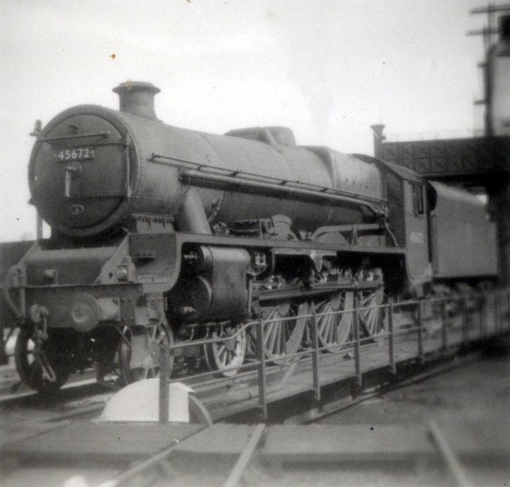 Steam Loc 45672 showing off