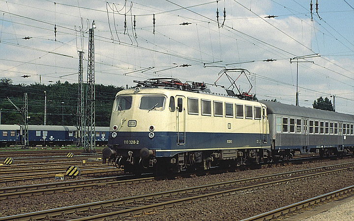 DB 110 328-2