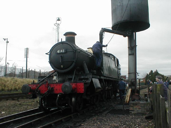 4141 Taking water at Loughborough