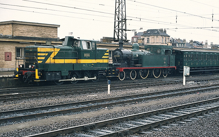 SNCB/NMBS 8066 + 16.042