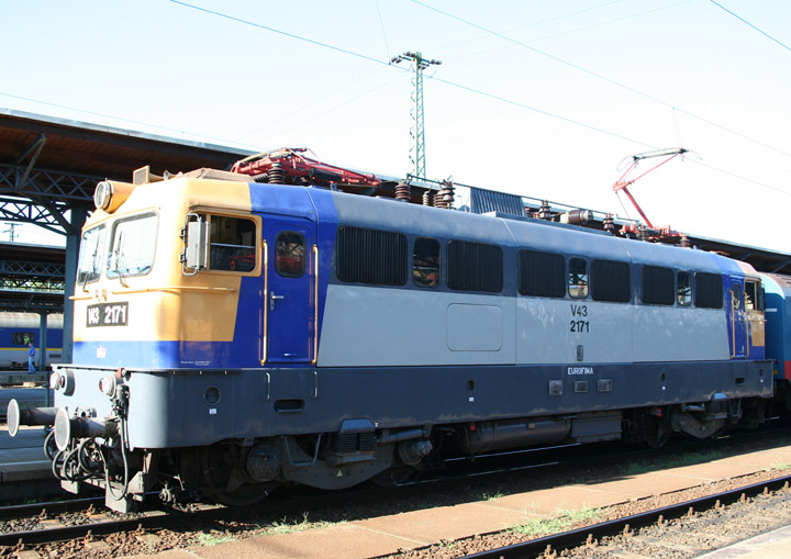 MÁV V43 electric locomotive 2171 in Hungary