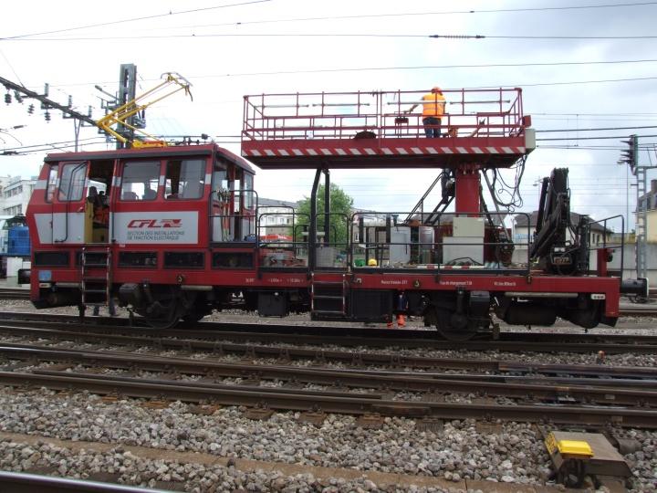 CFL 1071 doing overhead lines maintenance