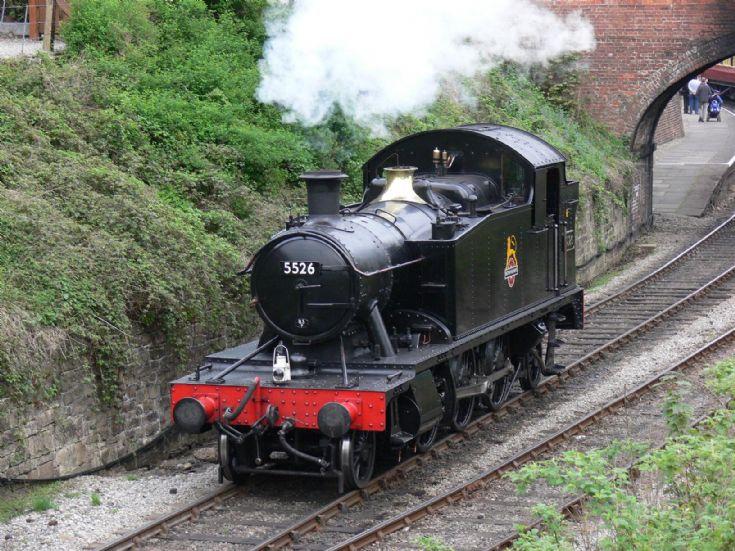 5526 is leaving Llangollen station