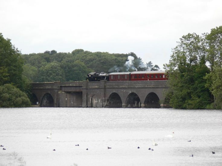 42085 crossing Swithland Reservoir