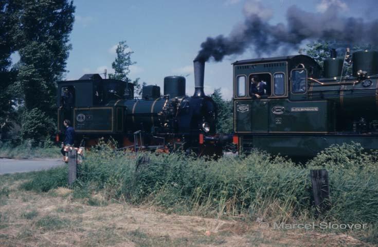 Steam locomotives in tandem