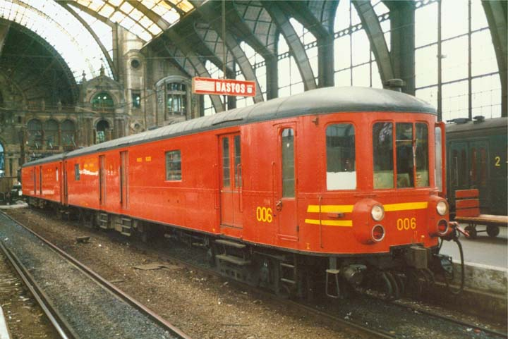 Last tour Postal train 006 NMBS at Antwerp Central