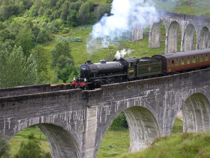 Steam Train Jacobite Express at Glenfinnan Viaduct