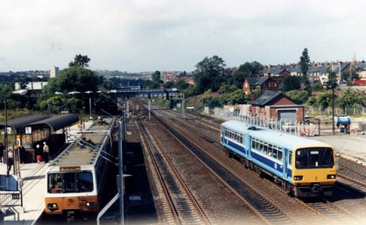 Class 143 train Passing Pelaw Metro station