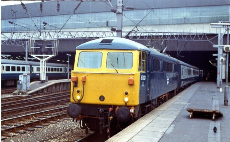 87021 at Euston