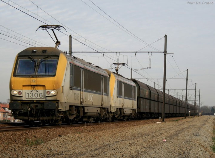 Electric Locs HLE 1306 & 1307 with freight train