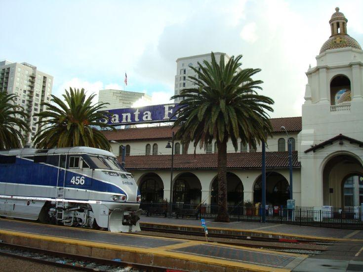 Amtrak at Santa Fe station